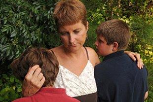 Mutter Soehne traurig Scheidung