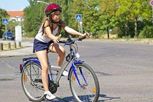 Kind Fahrrad Strasse