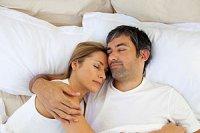 Langzeit-Paar schlafend