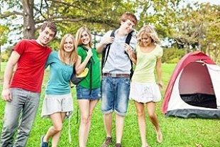 Jugendliche Gruppe Zelt