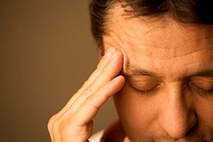 Mann krank Kopfschmerz