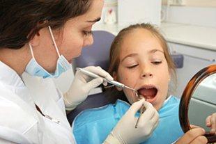 Schulkind Zahnarztbesuch