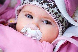 Winterbaby mit Schnuller
