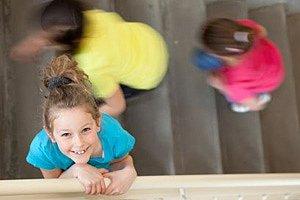 Kinder Treppenhaus Ordnung