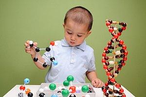 Kleinkind Junge DNA