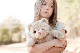 Mädchen traurig Heimweh Teddy