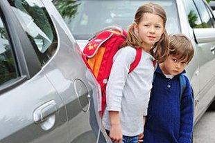 Kinder Schulweg Autos
