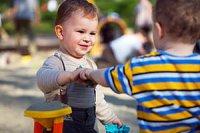 Junge Kindergarten Sndkasten