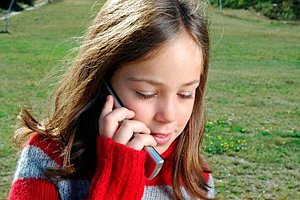 Kind mit Handy