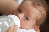 Baby Flasche trinken