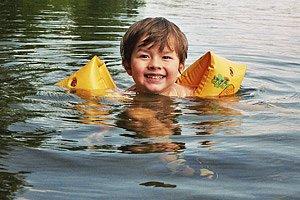 Kind Badesee Schwimmflügel