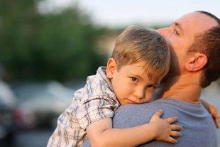Vater Sohn auf Arm