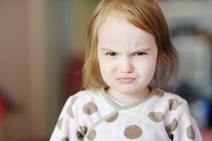 Kleinkind Mädchen wütend