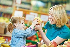 Kind Mutter Supermarkt