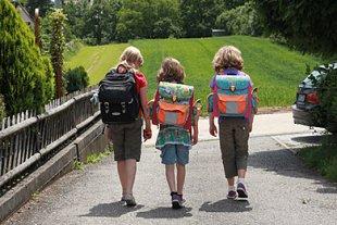Kinder Schulweg Ranzen