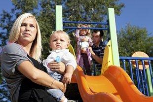 Mutter streit Spielplatz