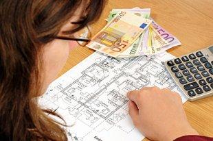 Frau Grundriss Hausfinanzierung