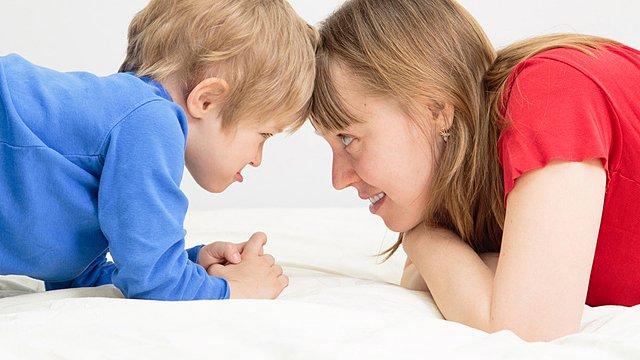 Mutter Sohn Diskussion slider