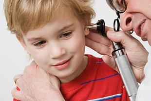 Junge Ohrenschmerzen