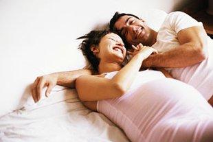 Paar Bett schwanger