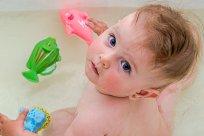 Baby Kleinkind Ohrlöcher