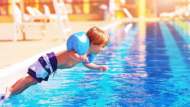 Kinder im Wasser Slider