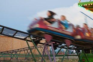 Freizeitpark-Achterbahn-Teaser
