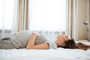 Schwangere-liegt-teaser