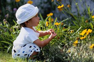 Kleinkind Garten Blumen