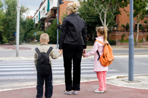 Mutter Kinder Straßenverkehr Ampel