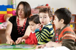 Kindergarten Jungen Erzieherin