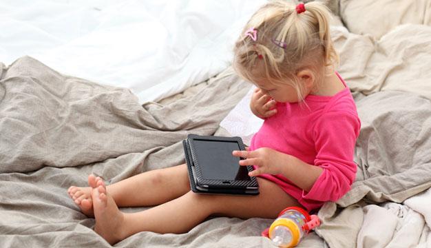 so lernen kinder den umgang mit medien. Black Bedroom Furniture Sets. Home Design Ideas